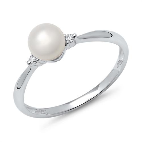 ring med perle og diamanter